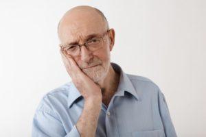 man experiencing dental emergencies from COVID